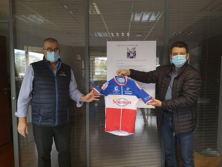 Un maillot de champion de France pour notre sponsor SUPER U